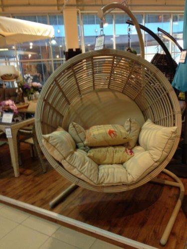 подвесное кресло из искусственного ротанга фото