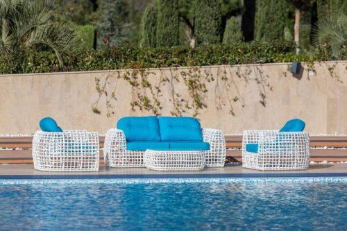 комплект мебели из искусственного ротанга белого цвета с голубыми подушками, коллекция САНТОРИНИ фото