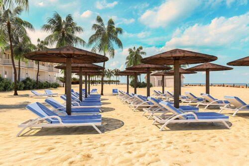 шезлонг и пляжный зонт из искусственного ротанга фото